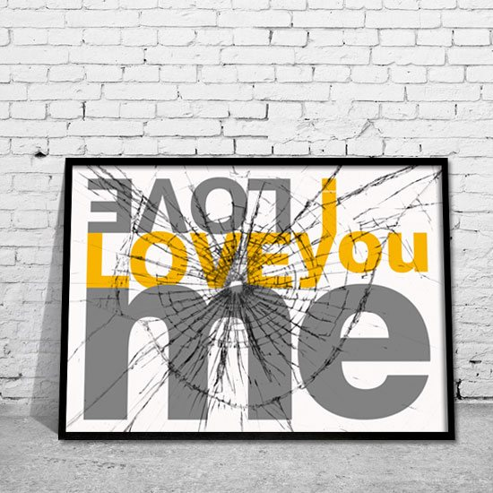 plakat hasło Love Me