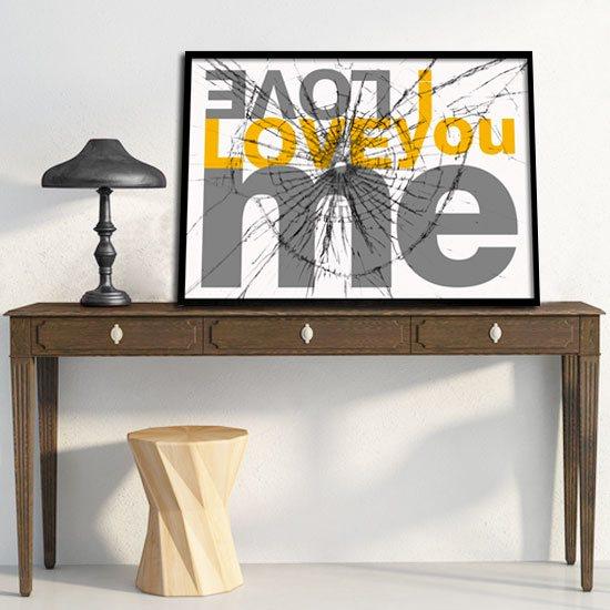 Love Me plakat z hasłem