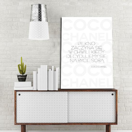 Plakat z motywem cytatu Coco Chanel