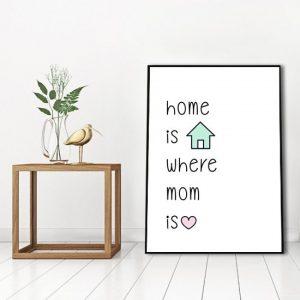 Plakat z napisem o domu i mamie