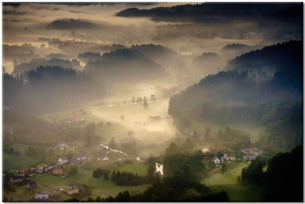obraz z mgielną doliną