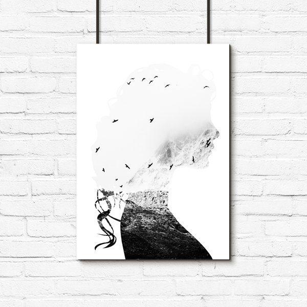 kobieta z ptakami i morzem jako plakat
