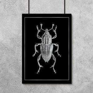 srebrny robak jako plakat