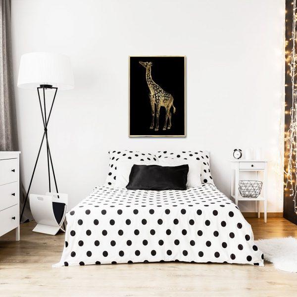 żyrafa złota na plakacie