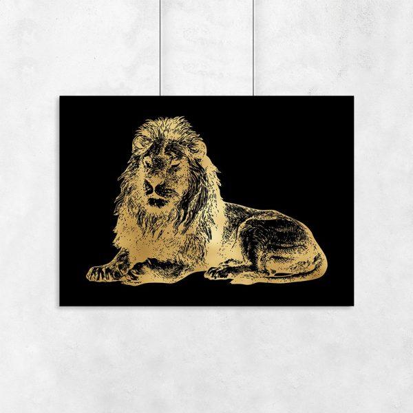 lew na plakacie metalicznym