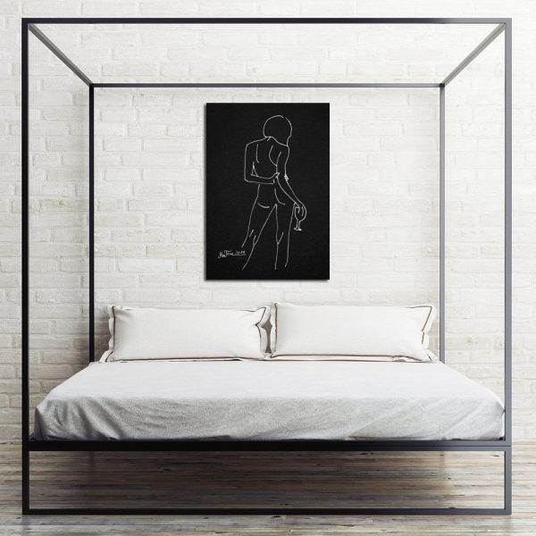 czarny plakat z białym szkicem kobiety
