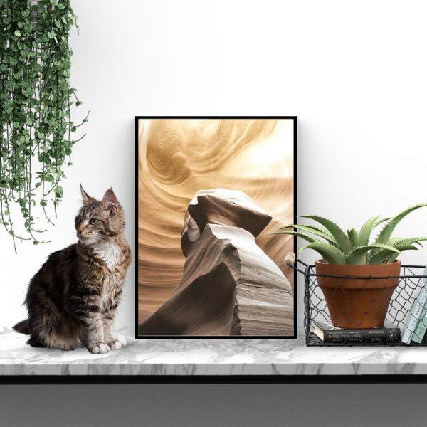 Plakat z motywem abstrakcyjnej skały