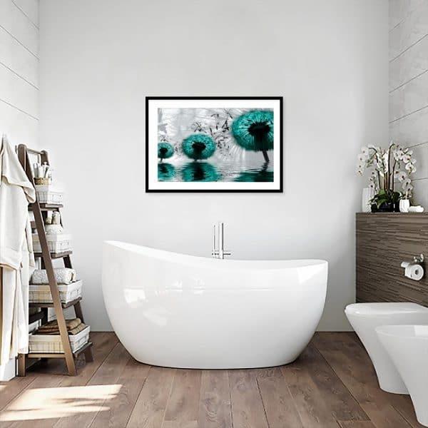 plakat turkusowe dmuchawce w łazience