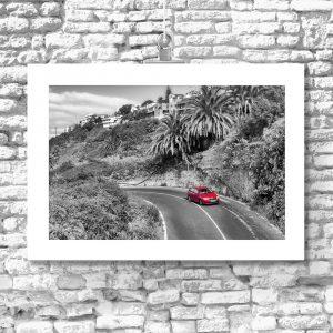 plakat z czerwonym samochodem na ścianę
