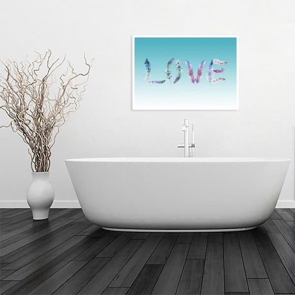 plakat love w łazience