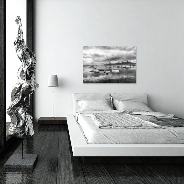 Czarno-biały obraz z motywem gór