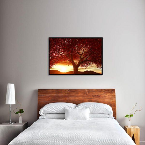 plakat z jesiennym drzewkiem nad łóźko