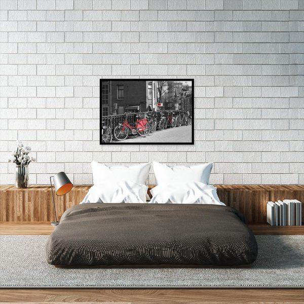 czerwone rowery na plakacie w sypialni