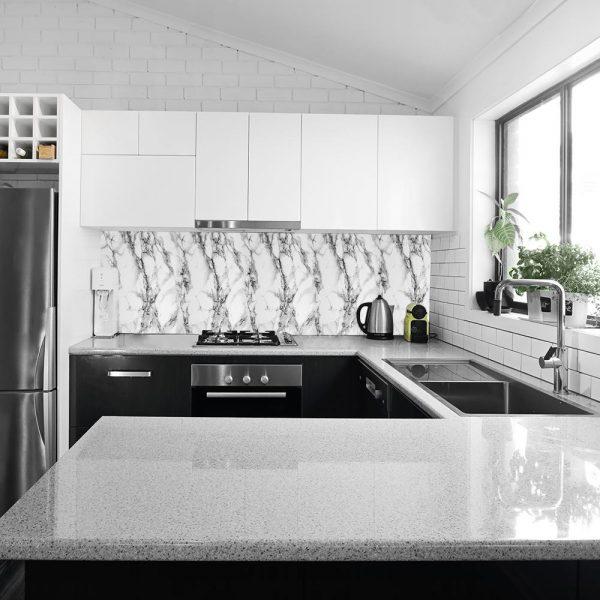 fototapeta kuchenna z białym marmurem