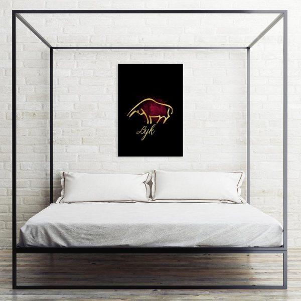 pionowy obraz z bykiem