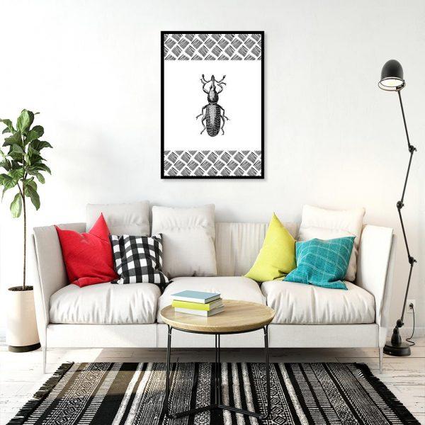 czarno-biała dekoracja z robakiem