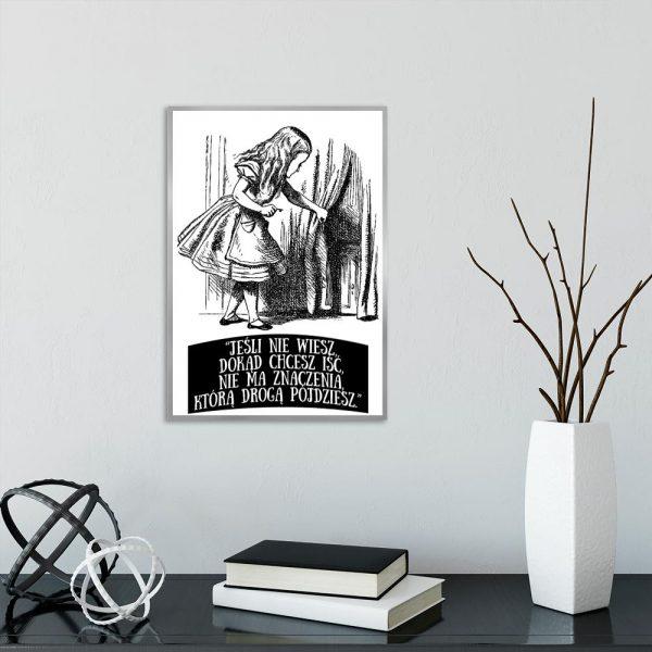 czarno-biały plakat z alicją w krainie czarów