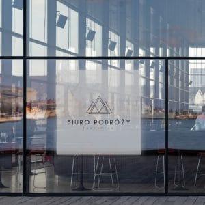 folia okienna z logo biura podróży