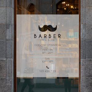 folia na szybę do studia barberskiego z godzinami otwarcia